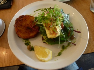 Smashed avocado with halloumi and hash brown